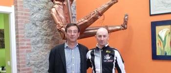 """El Ayuntamiento, apoya y felicita al ciclista cayonés, Jesús Ventura, por su participación en la prestigiosa carrera """"Le Titan Desert"""""""