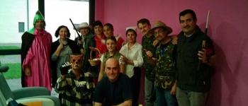 Actuación  del grupo del Teatruco de Sarón en la Residencia con motivo de la celebración del Pilar