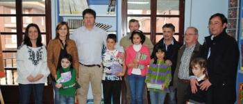 Entrega de premios del concurso de marcapáginas en la biblioteca Jerónimo Arozamena con motivo del Día del Libro