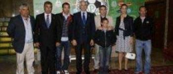 Las peñas del Racing rinden un emotivo homenaje a Luis Fernández