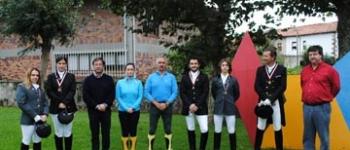 El alcalde, Gastón Gómez  y el concejal de Deportes, Francisco Viar mantienen un encuentro con los jinetes de Cayón
