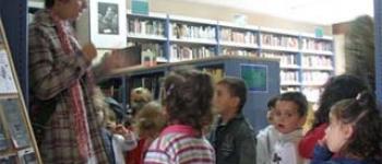 Cuarenta escolares visitan la biblioteca Jerónimo Arozamena