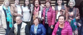 Miembros del club de lectura de Sarón asisten a un encuentro con el escritor cubano Leonardo Padura, Premio Princesa de Asturias de las Letras 2015
