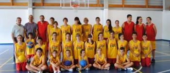 Un verano más, los niños y niñas de Sta Mª de Cayón, disfrutan del Baloncesto