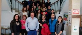Un grupo de alumnos franceses pertenecientes al Collage de Gujan-Mestras visitan Santa María de Cayón.