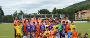 Canales, jugador del Real Madrid y del Valencia, visitó a los niños y niñas del Campus de Futbol de Cayón