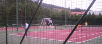 El Ayuntamiento de Santa María de Cayón ha procedido a la mejora de las pistas de tenis del Complejo Deportivo Municipal Fernando Astobiza
