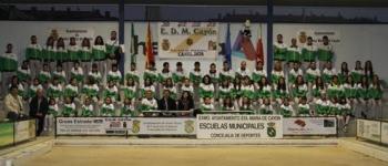 La presentación de la Escuela Municipal de Atletismo en su décimo aniversario reúne a 100 atletas